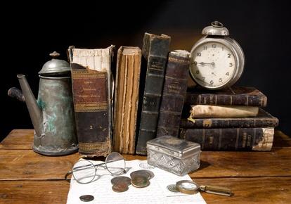 Antiquitäten aller Art, vom Besteck bis zum Bild